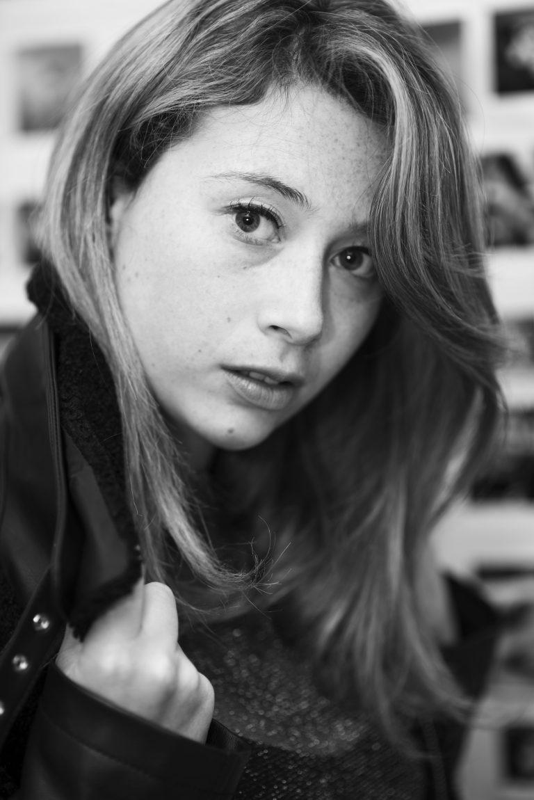 Portrait de l'artiste Mélanie Duval, @mel_nied